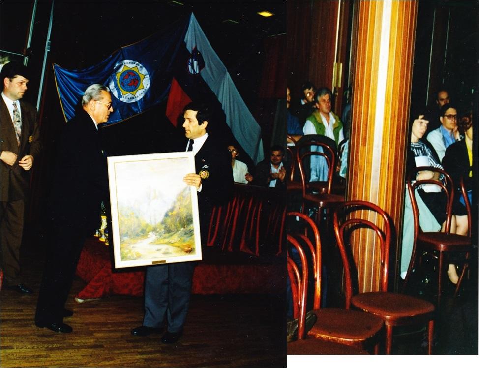 Prvi predsednik IPA sekcije Slovenija g. Zorec Milan (levo), izroča spominsko darilo prvemu predsedniku IPA RK Ljubljana g. Miranu Klavori (desno)